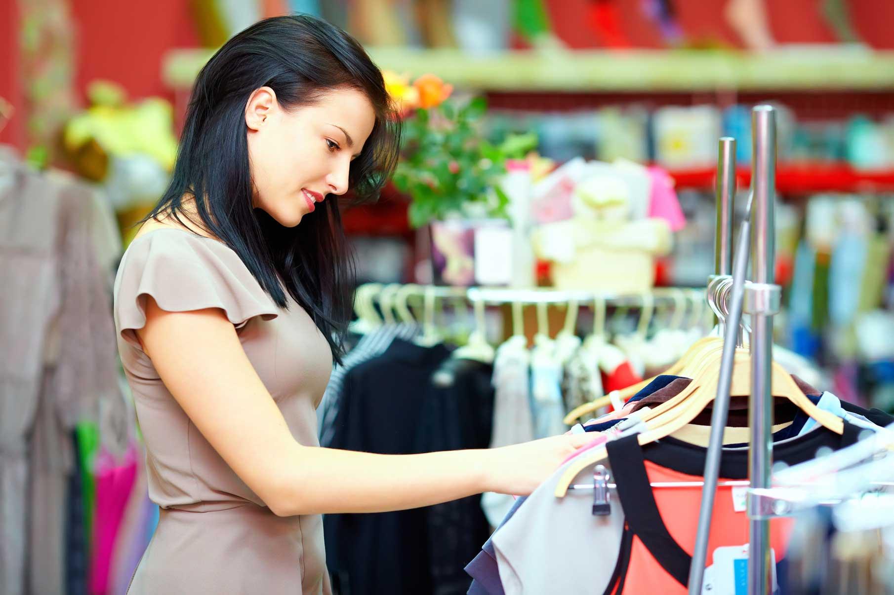 Shopping-Woman-Marketplace-Brunswick-Crossing-New-Home-Frederick-Maryland.jpg
