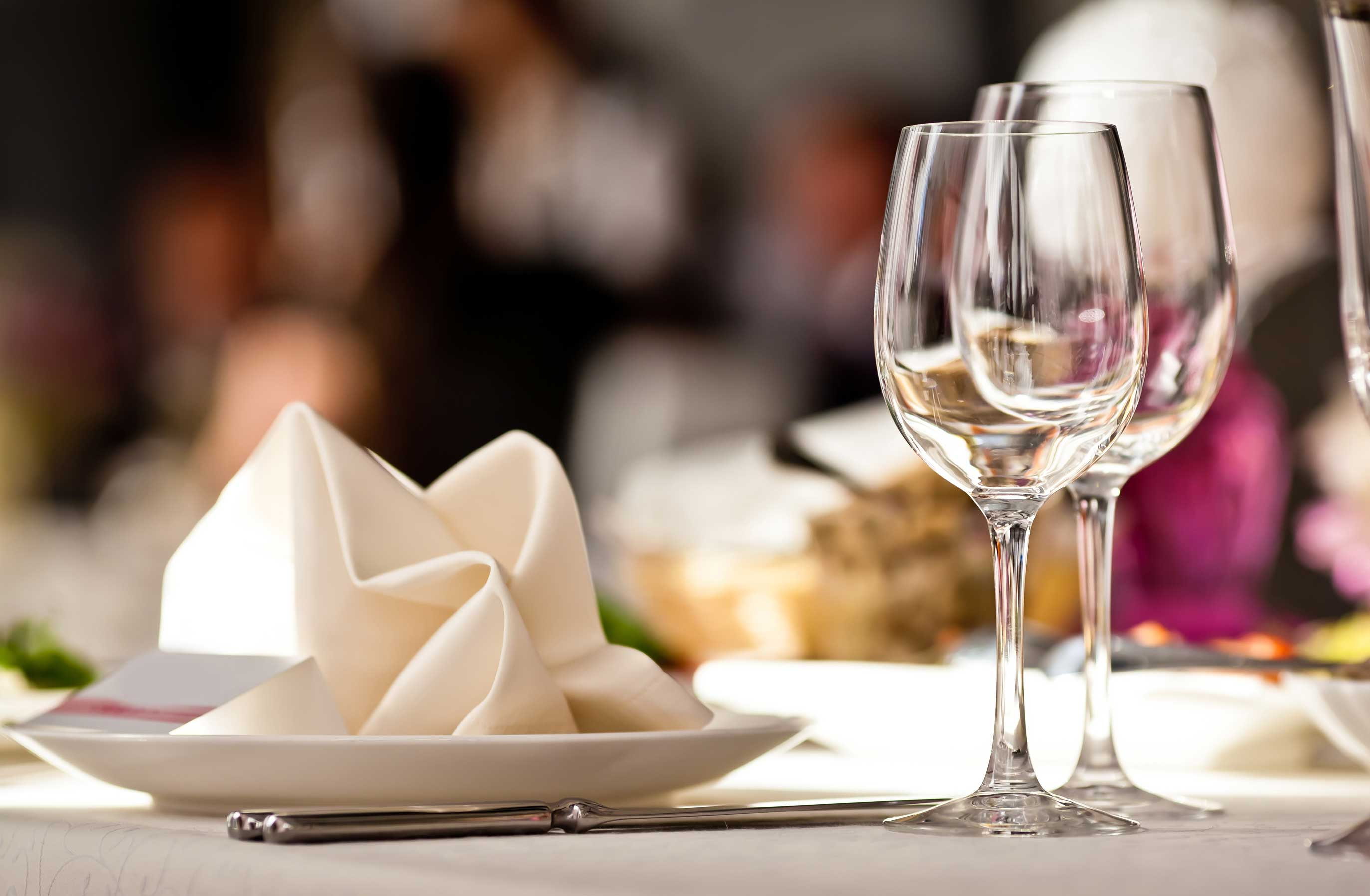 empty-glasses-set-in-restaurant-marketplace-brunswick-crossing-new-homes-frederick-maryland.jpg